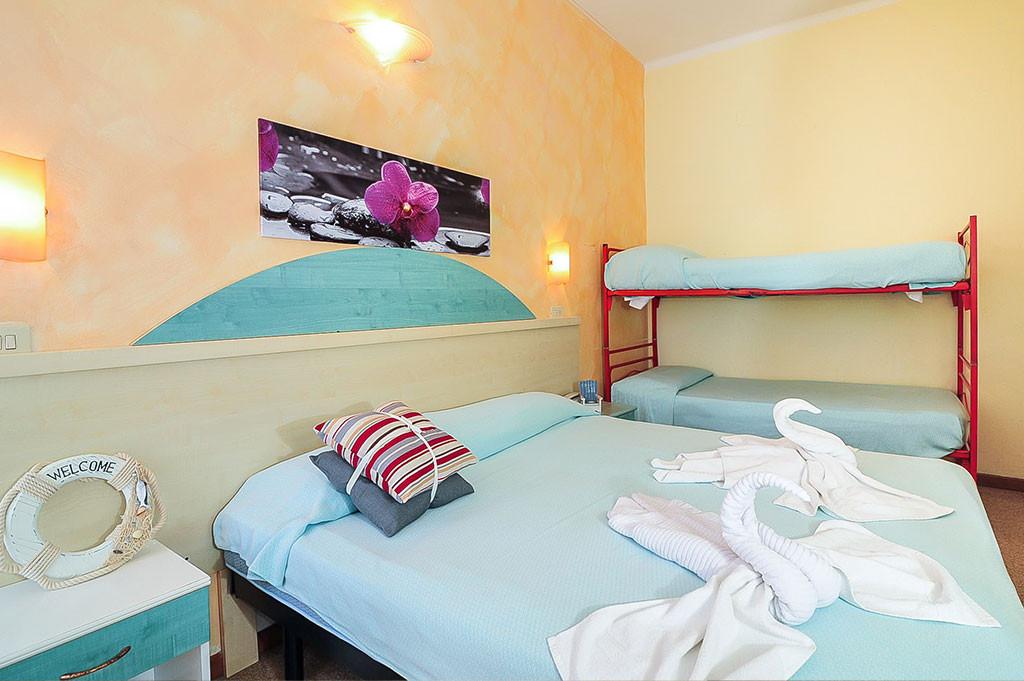 hotel in cattolica mit zimmer mit klimaanlage und gro em. Black Bedroom Furniture Sets. Home Design Ideas